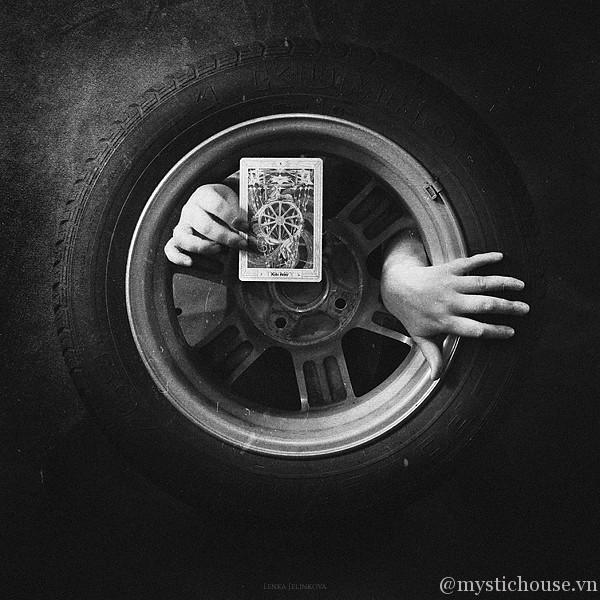 Bài Tarot - Vòng quay huyền bí của bài tarot