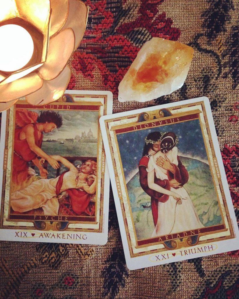 Cách tìm kiếm một tình yêu lý tưởng bằng bài tarot.